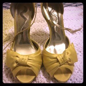Bright yellow gorgeous heel